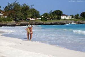 Winterreise: Am Strand in Oistins, Barbados,
