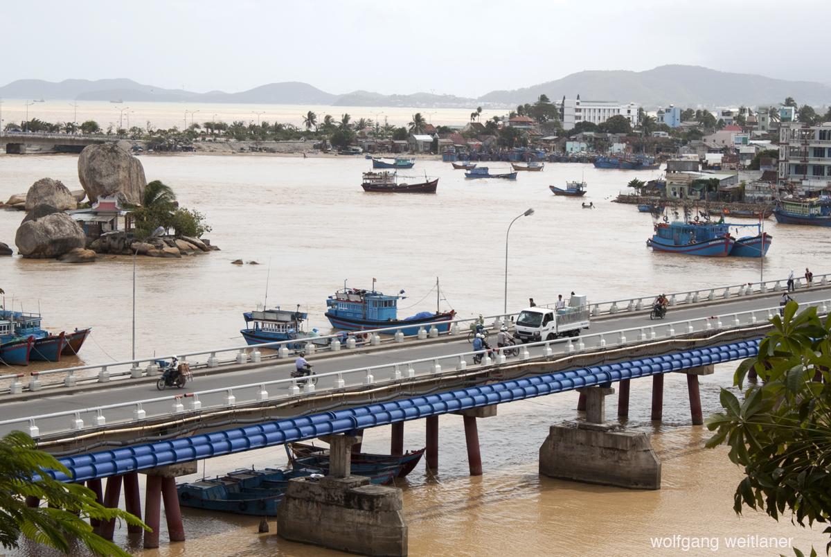 Vietnam-road2