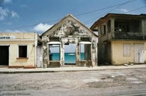 Haus mit Durchblick, Carriacou, Grenadinen, Grenada, Karibik
