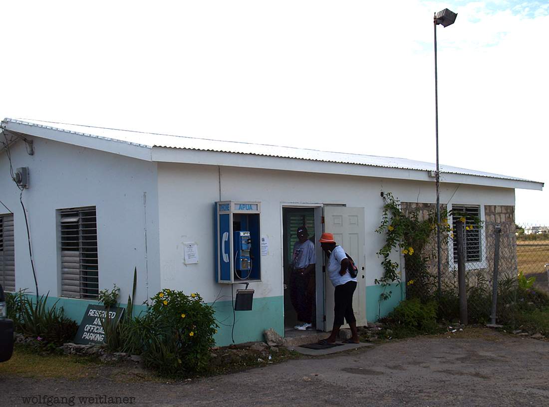 Telefon am Internationalen Flughafen Barbuda, Barbuda, Karibik