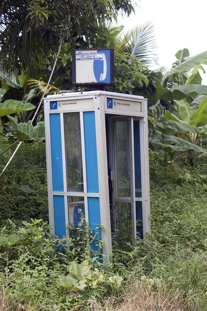 Telefonieren im Dschungel, Dominica, Karibik