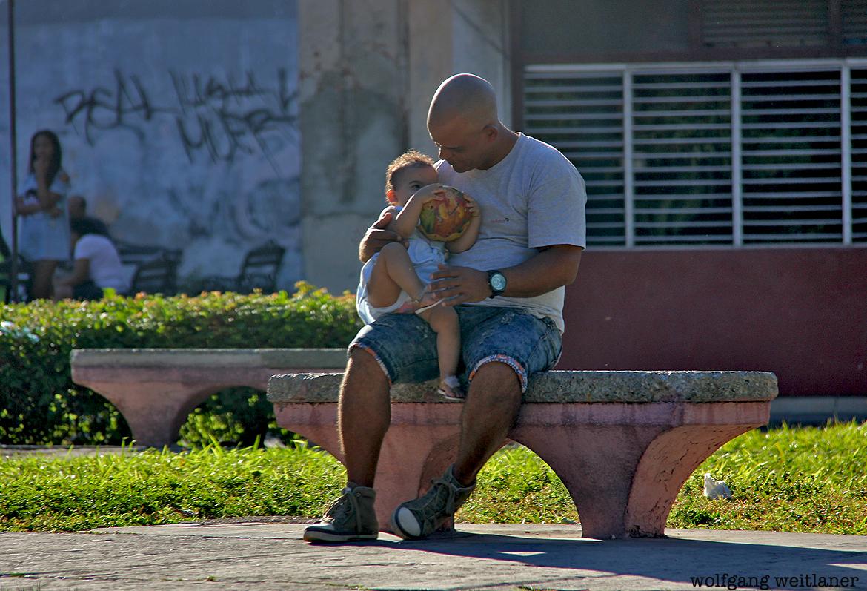 Papa mit Tochter, Havanna, Kuba