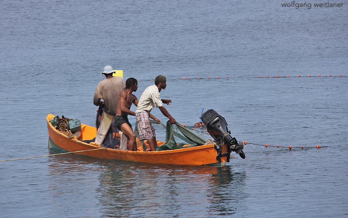 Fischer an der Westküste von Dominica, Karibik