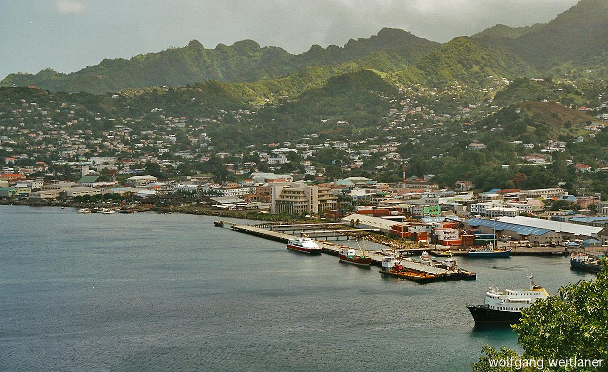 Blick über Kingstown, St. Vincent, Karibik