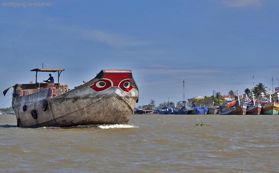 Frachtschiff am Mekong, Can Tho, Vietnam