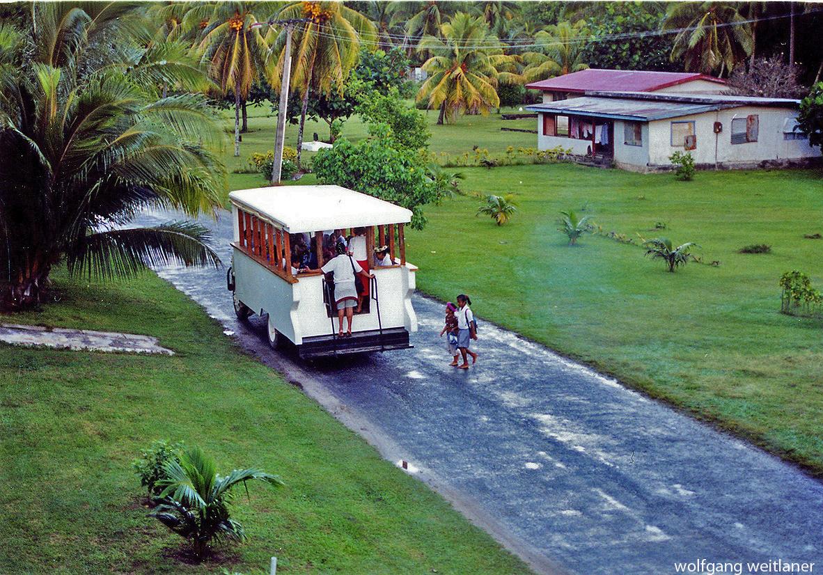 Schulbus, Hauptstrasse Aitutaki