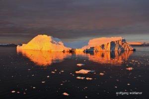 Bunter Himmel über dem Lemaire-Kanal, Antarktis