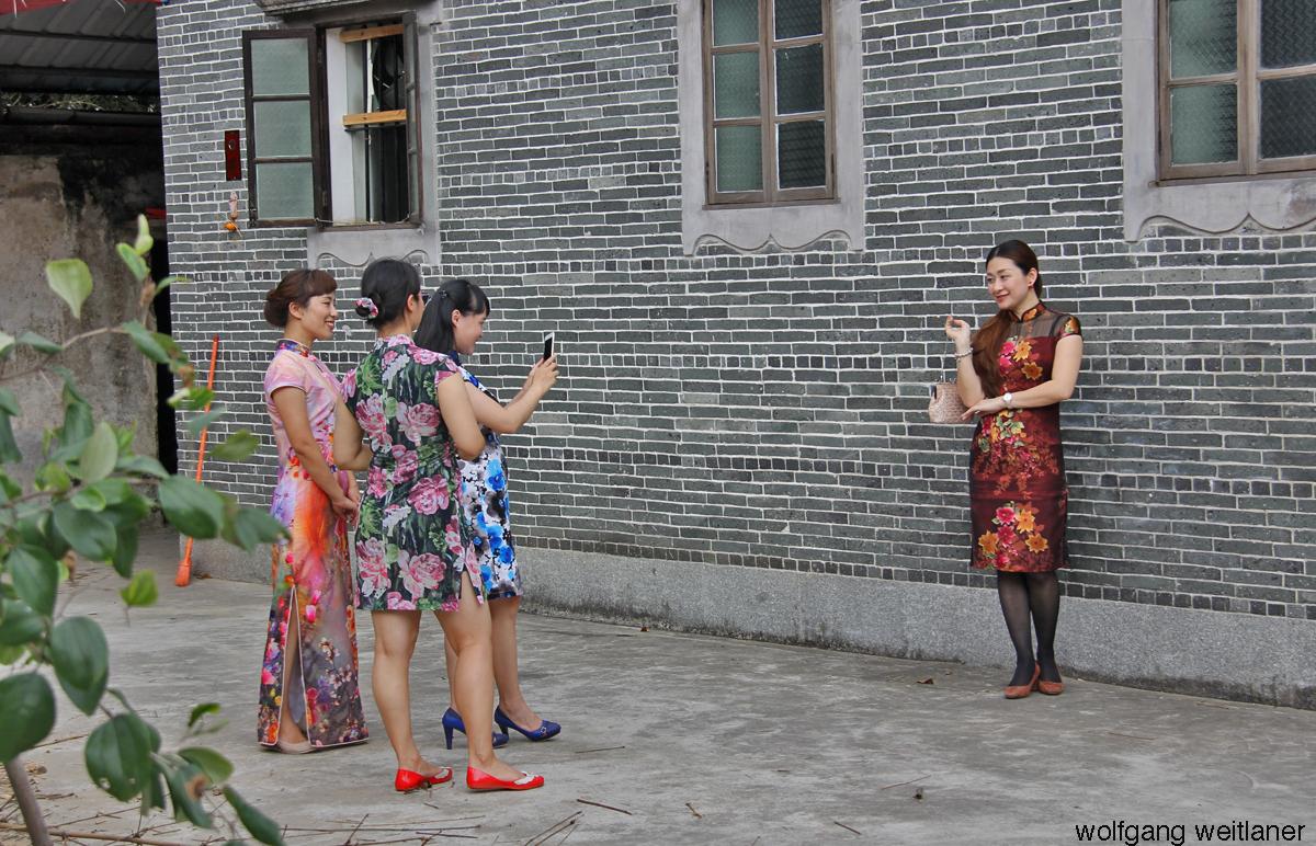 Ausflug von Frauen, Li-Garden, KaiPing, Guangdong, China