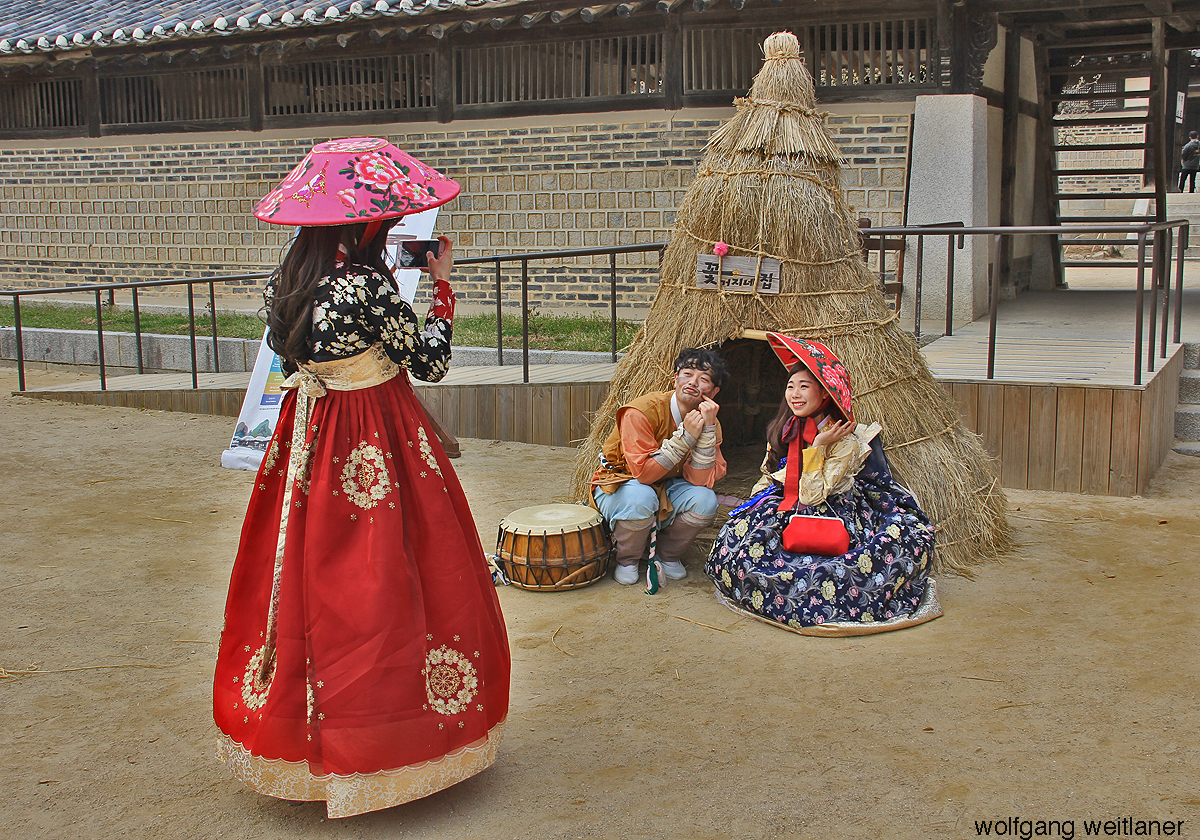Photo-Posing im Yoseon Folk Village, Gyeonggi-do, Korea