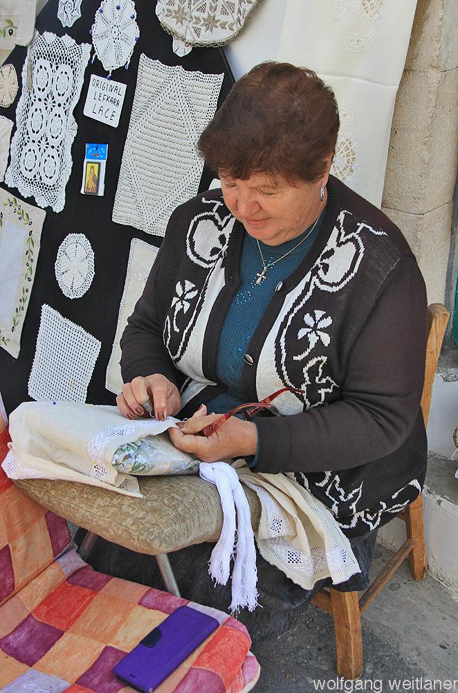Spitzenstickerin in Lefkara, Zypern