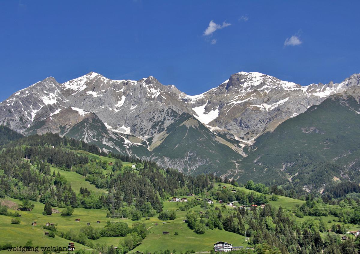 Aus dem Zugsfenster, Arlberg-Bahn, Tirol, Österreich