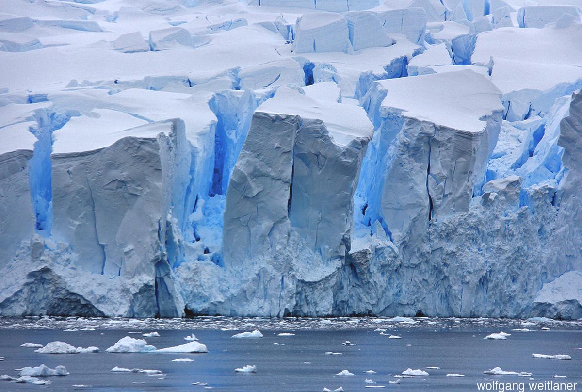 Eisberge und Gletscher in der Antarktis