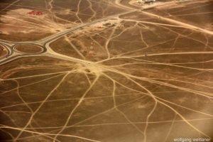 Spuren: Autobahnbaustelle in Oman, Salalah, Oman