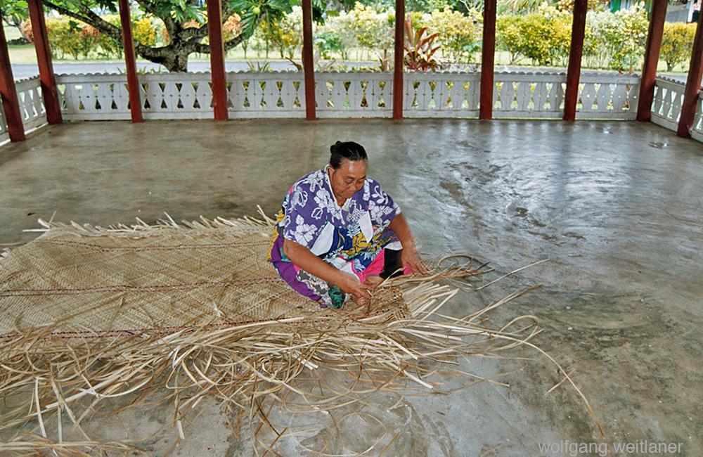 Mattenflechterin, Fagamalo, Savai'i, Samoa