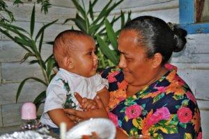 Mutter mit Kind, Pangai, Lifuka, Ha'apai, Tonga
