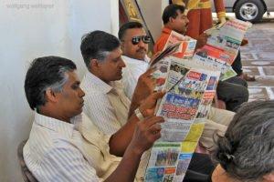Zeitungsleser, Galle, Sri Lanka