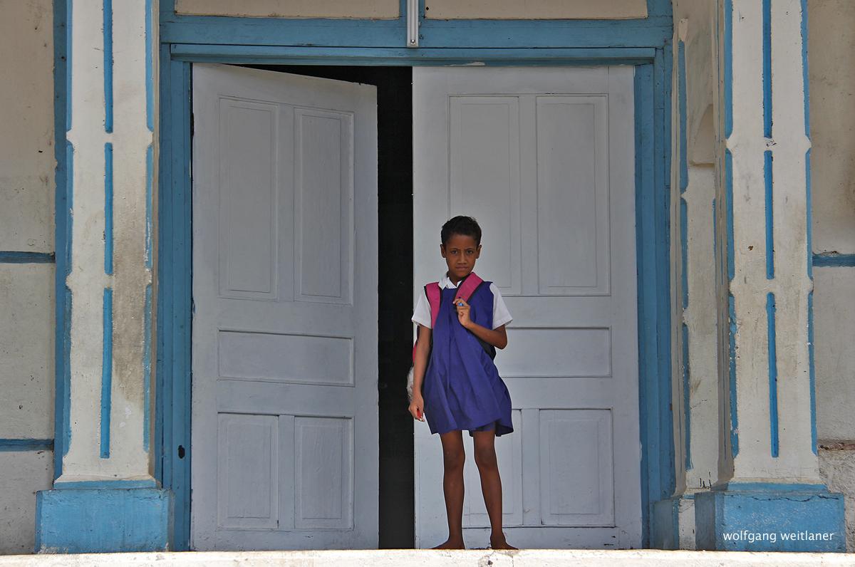 Mädchen Samoa Kirche