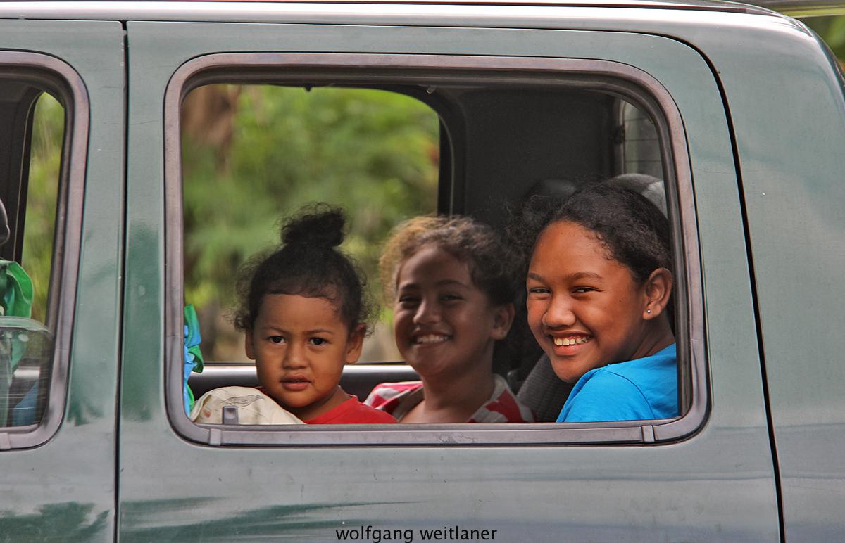 Kinder im Auto, Aitutaki, Cook Inseln, Südsee