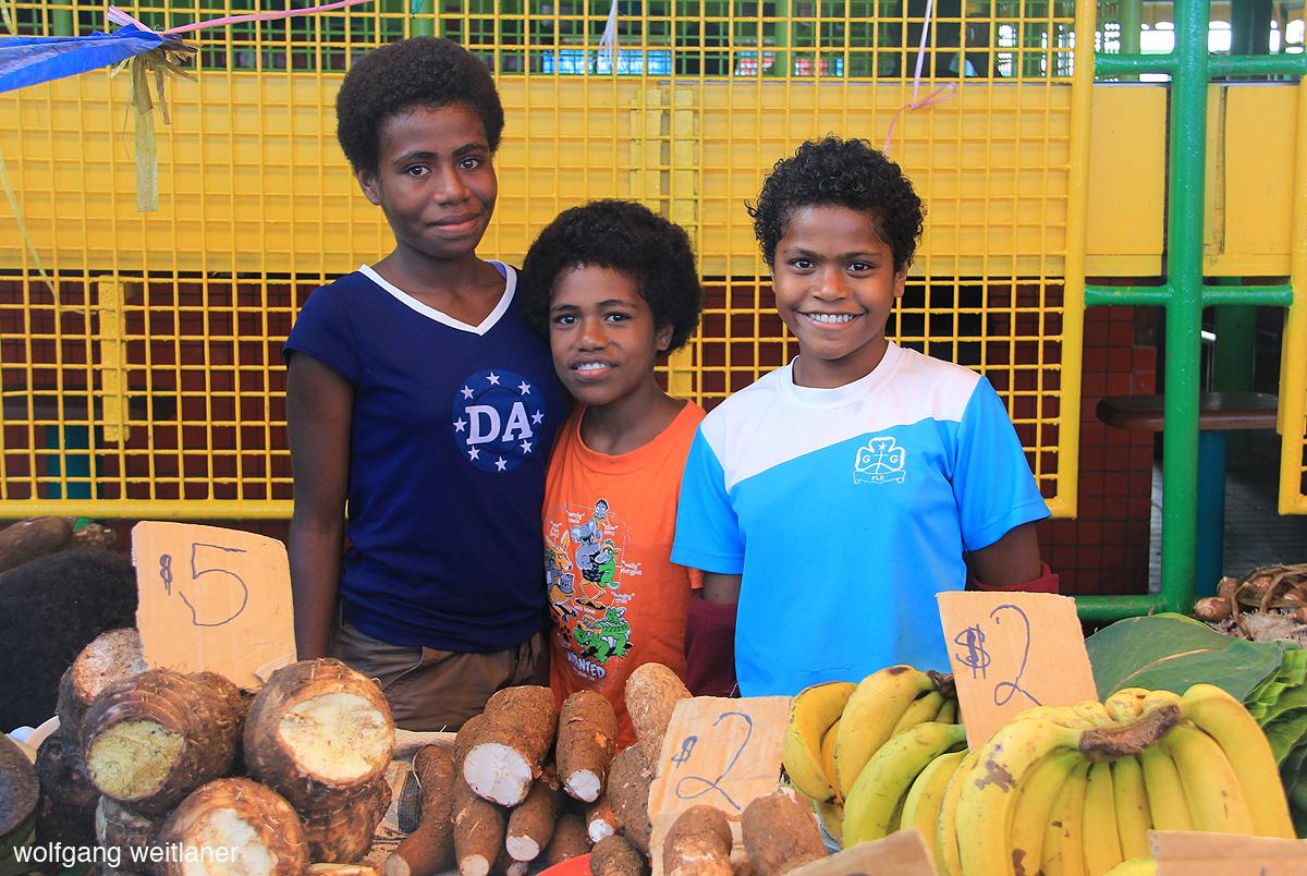 Kinder am Suva Municipal Market, Fiji, Südsee