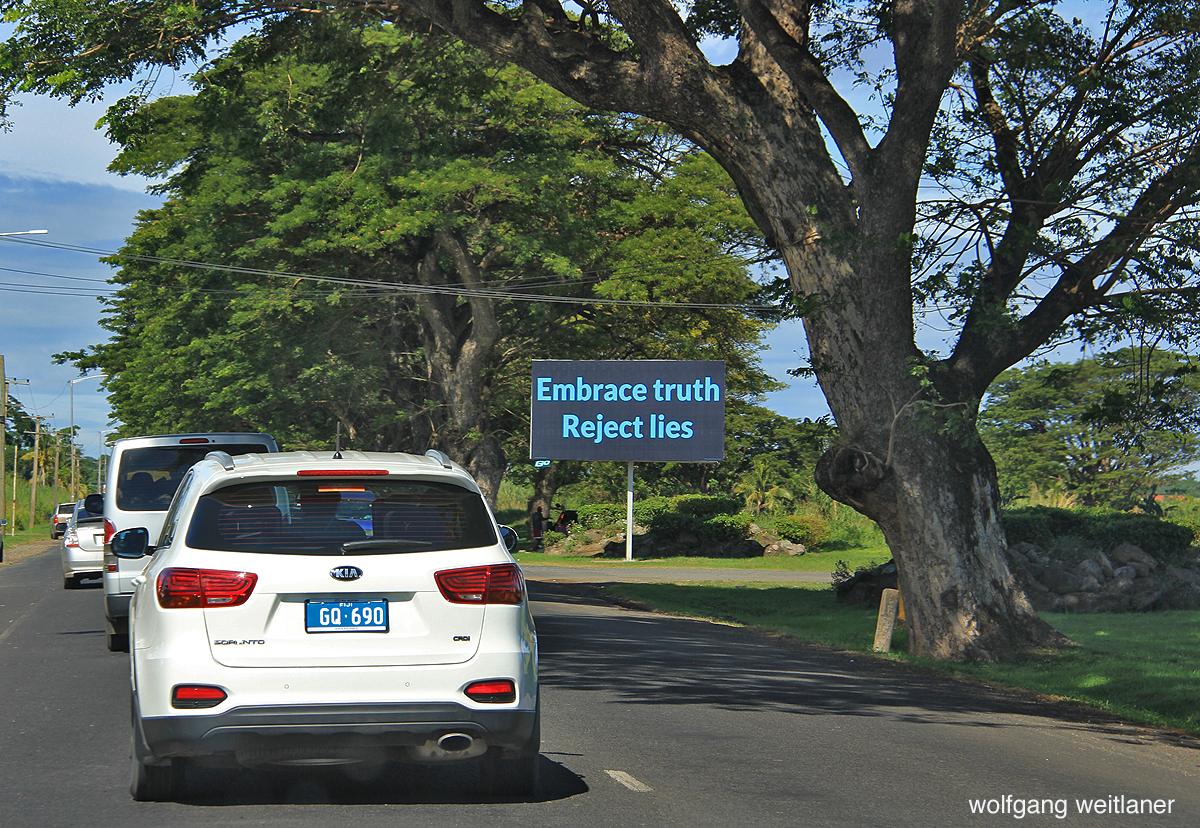 Aufforderung zur Ehrlichkeit, Kings Highway, Viti Levu,Fiji