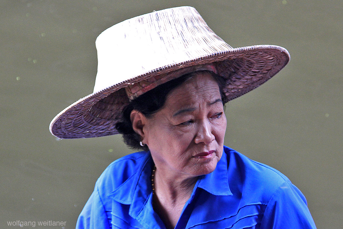 Verkäuferin am Damnoen Saduak Floating Market, Ratchaburi Province, Thailand