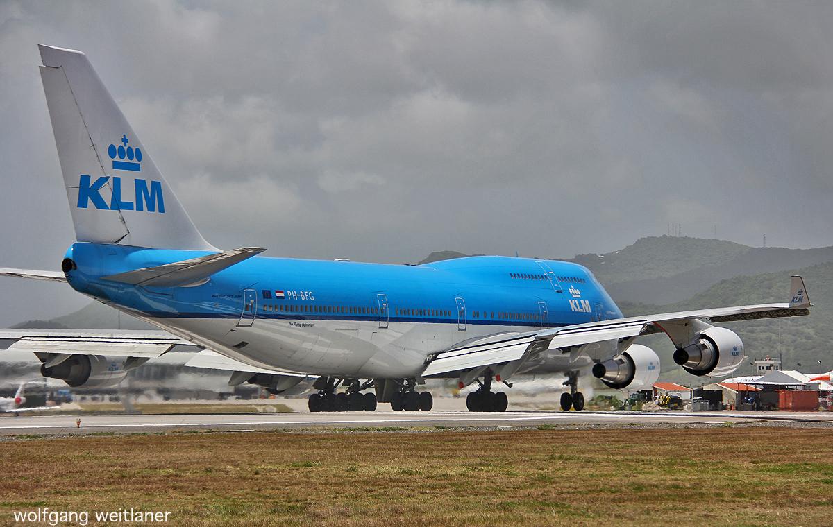 B 747 - 400 Jumbo