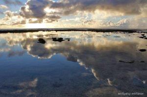 Abendhimmel über der Lagune in Niue, Südsee