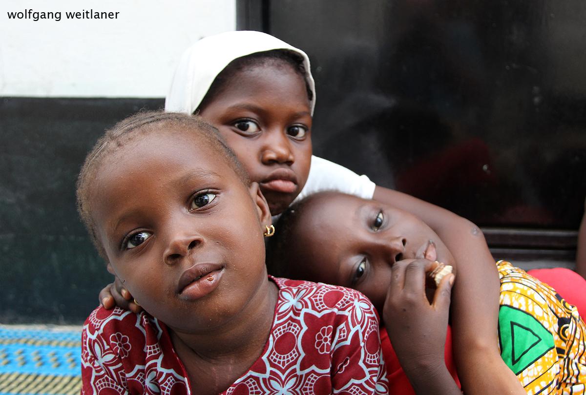 Kinder in Serrekunda, Gambia, Westafrika