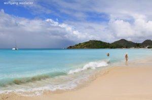 Einer der 365 Strände, Antigua, Kleine Antillen