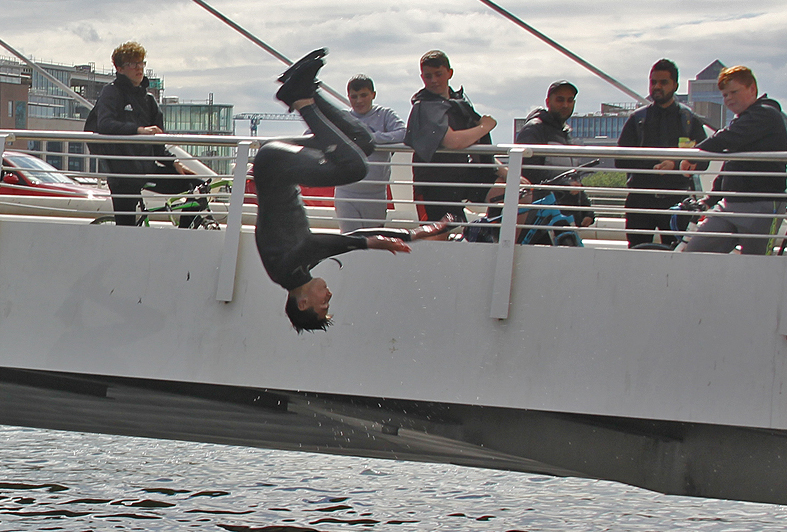Flußspringer, Liffey, Dublin, Irland