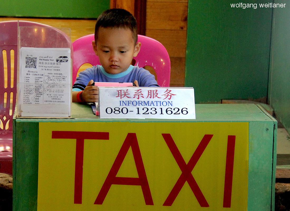 Kleiner Junge, Nachtmarkt, Chiang Rai, Thailand
